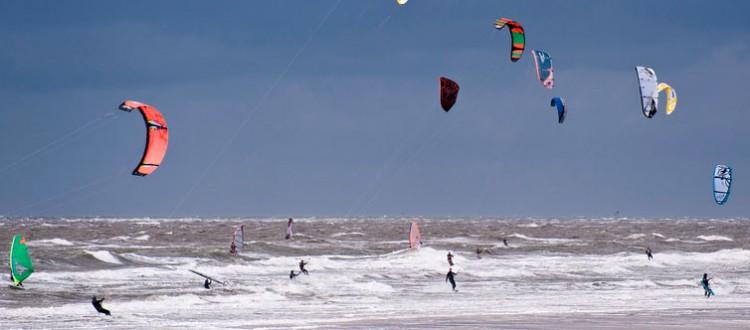 Kitesurfen am Strand von St. Peter-Ording